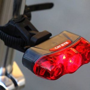 Cateye Rapid 3 rear light 0 300x300 - Lanterna traseira a prova d'agua Rapid 3 'Cateye'