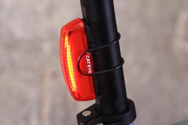 cateye rapid x rear 600x400 - Lanterna traseira recarregavel Rapid X 'Cateye'