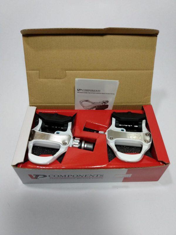 "photo 2019 05 17 16 36 11 600x800 - Kit VP R73 Pedal clip e taco para speed WHT 9""/16"