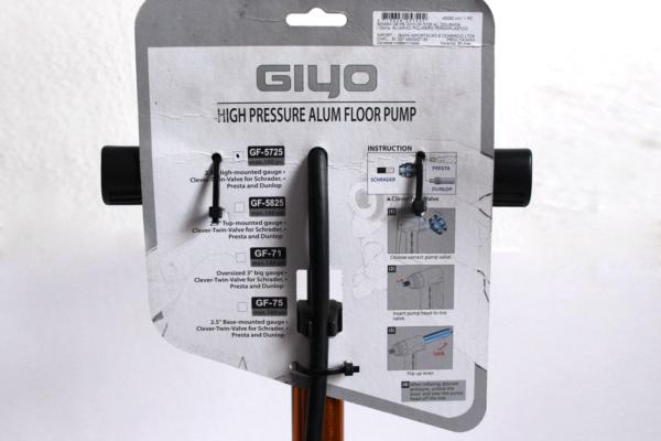 BombaGiyoManometroC 600x400 - Bomba de pé Giyo GF 5725 c/ bico reversivel e manometro