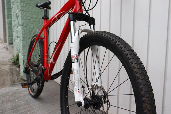 IMG 3565 600x400 - Bicicleta Specialized RockHopper aro 26 freio hidraulico (usada)